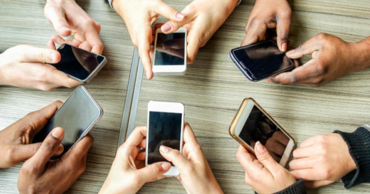 Οι Έλληνες αγκαλιάζουν το κινητό διαδίκτυο